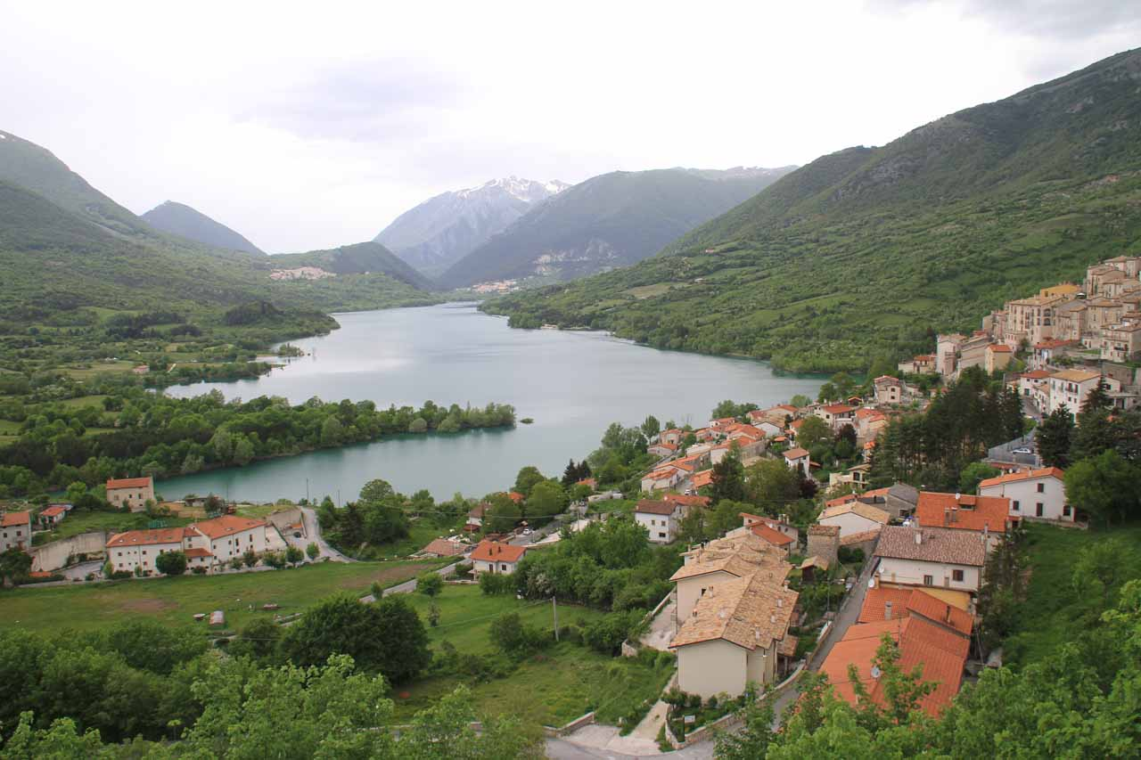 Although Lago di Barrea in Parco Naturale d'Abruzzo e Molise was manmade, we thought the charming town of Barrea and the lake were highlights of the drive between Isola del Liri and Castel di Sangro