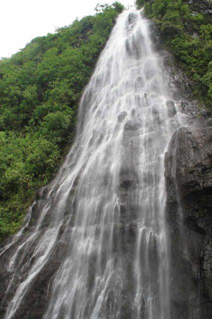 Afareaitu_Waterfalls_039_20121219 - Looking up at Putoa Falls from its base