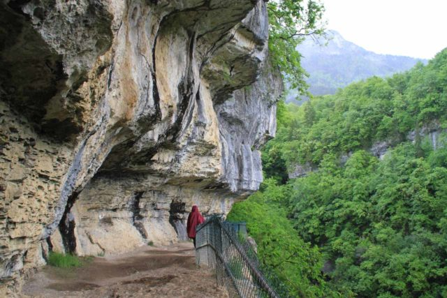Agnon_026_20120518 - Context of Julie walking beneath the overhanging cliffs on the way to Cascade d'Angon