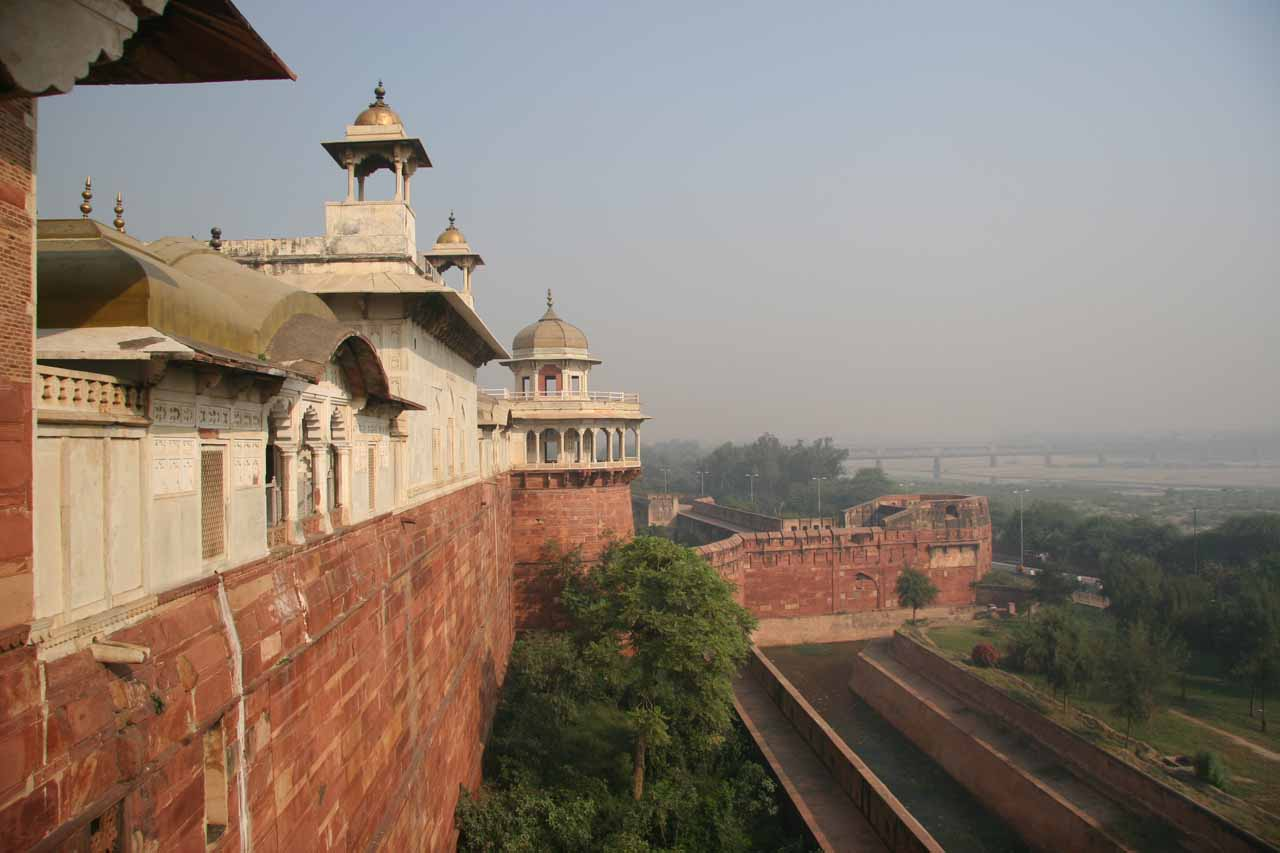 Looking along the walls of the Agra Fort