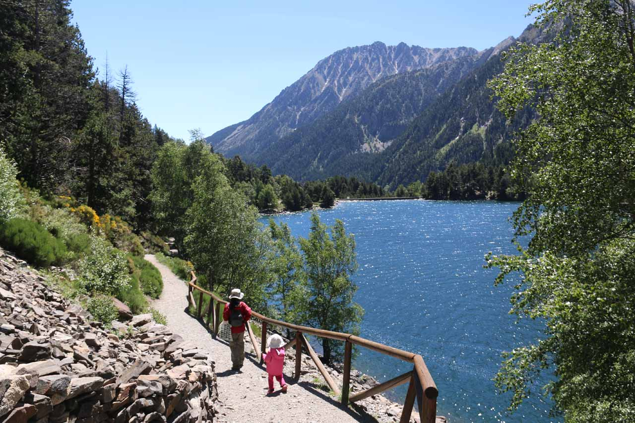 Julie and Tahia now walking along the shores of Estany de Sant Maurici