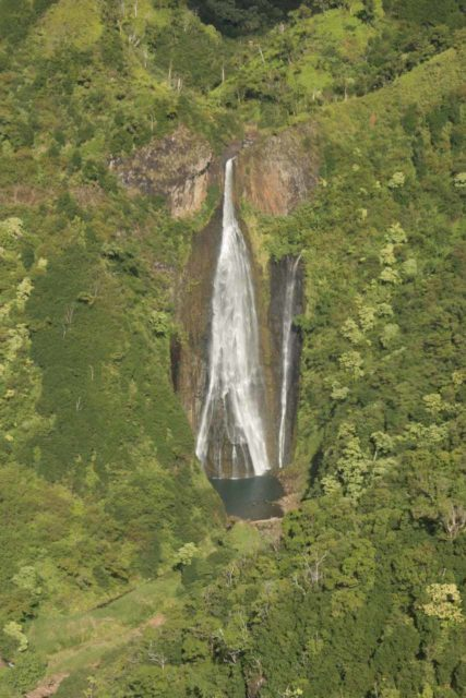 Air_Kauai_heli_036_12262006 - Aerial view of Manawaiopuna Falls
