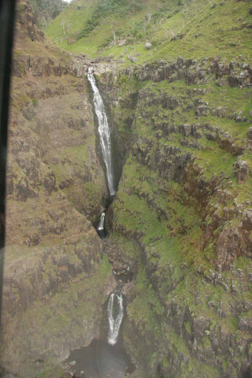 A closer look at Wai'alae Falls by helicopter