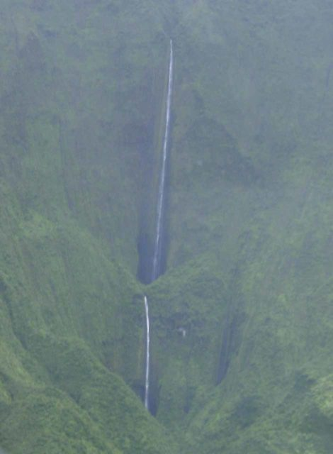 Air_Maui_040_cropped_09042003 - Honokohau Falls