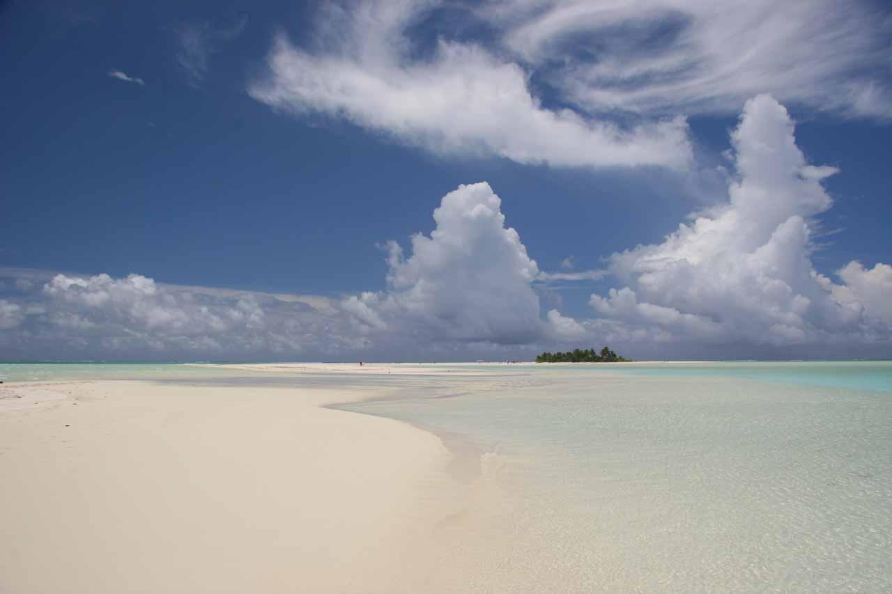 Long sandbars in the Cook Islands