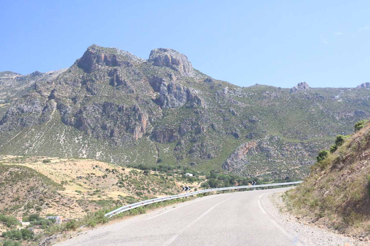 On the undulating mountain roads leading to Akchour