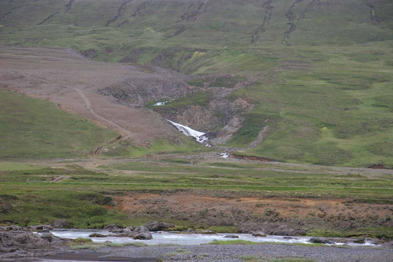 We noticed this waterfall across the Skjálfandafljót after we left Aldeyjarfoss and headed to Goðafoss