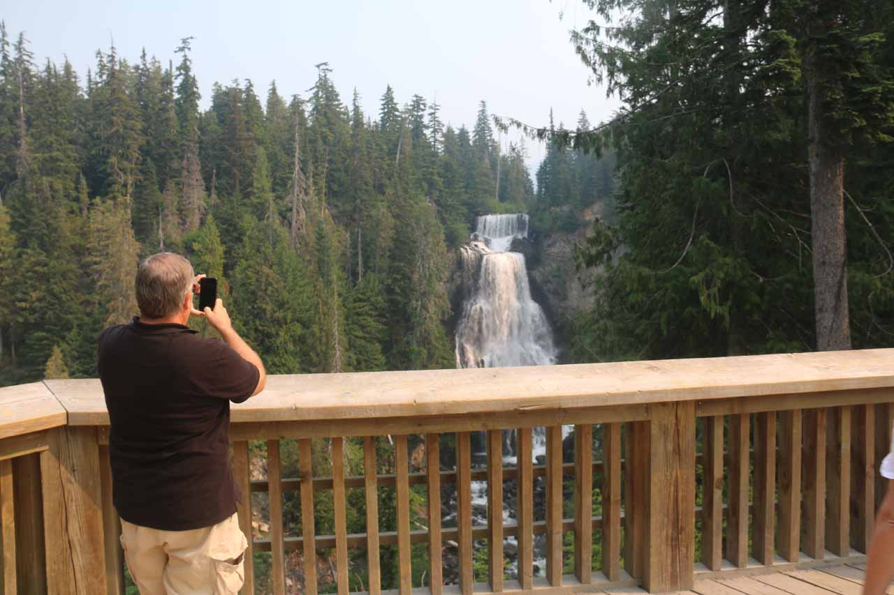 Context of the Alexander Falls from the lookout right next to the parking lot