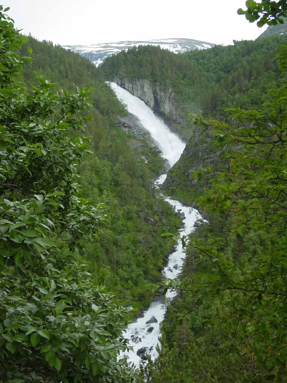 I started to get more frontal views of Reppdalsfossen (or Reppfossen) as I was hiking towards Svøufossen