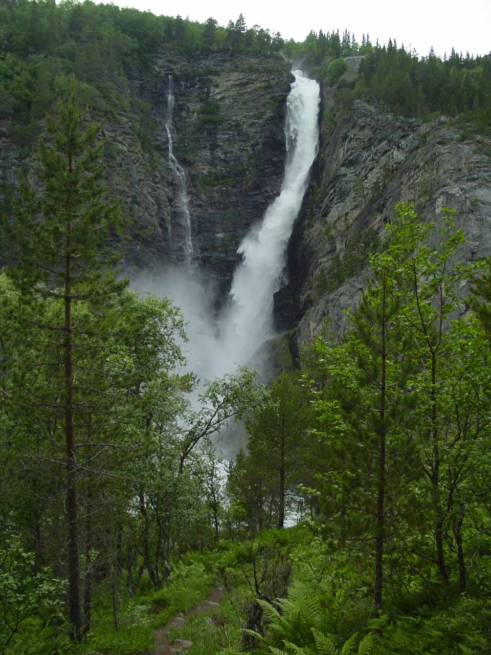 After our stint through Sunndalen and its numerous waterfalls, we made another detour into the hamlet of Åmotan where we saw a trio of giant waterfalls, including Svøufossen shown here