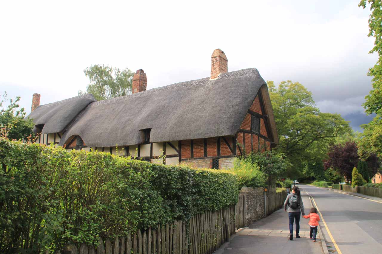 Approaching the Anne Hathaway Cottage