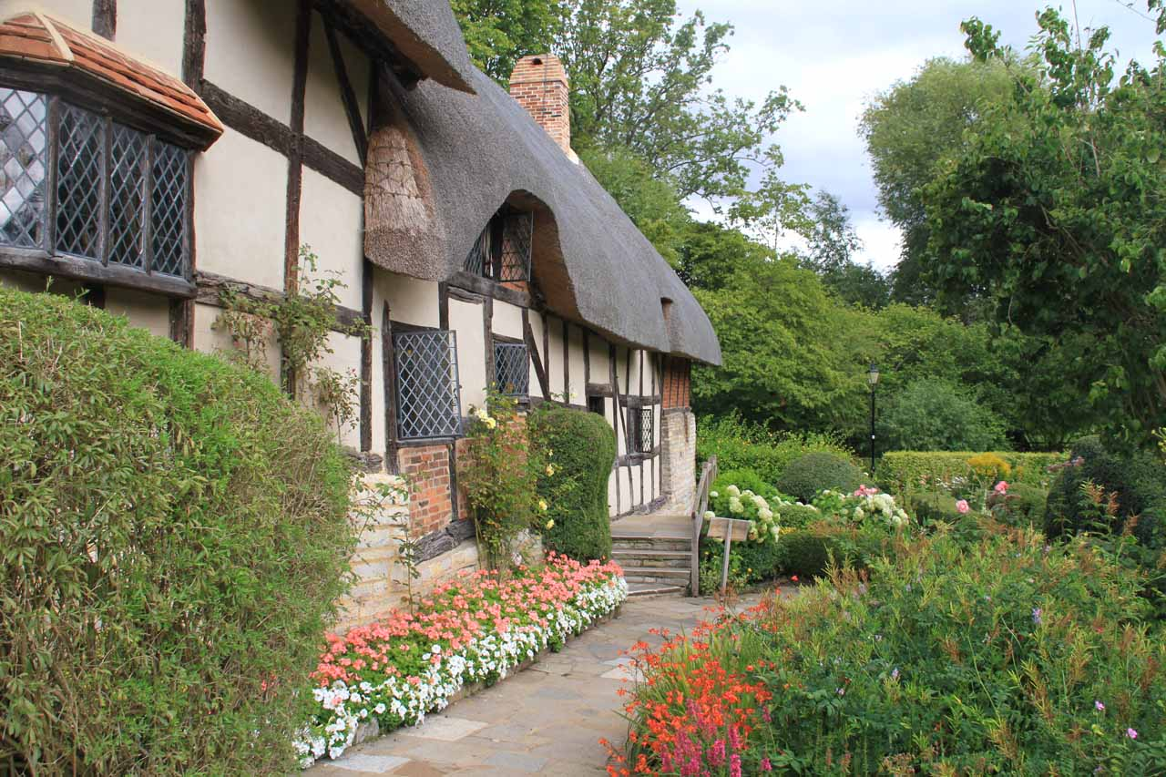 Looking back at the entrance to the Anne Hathaway Cottage itself when the tour group left
