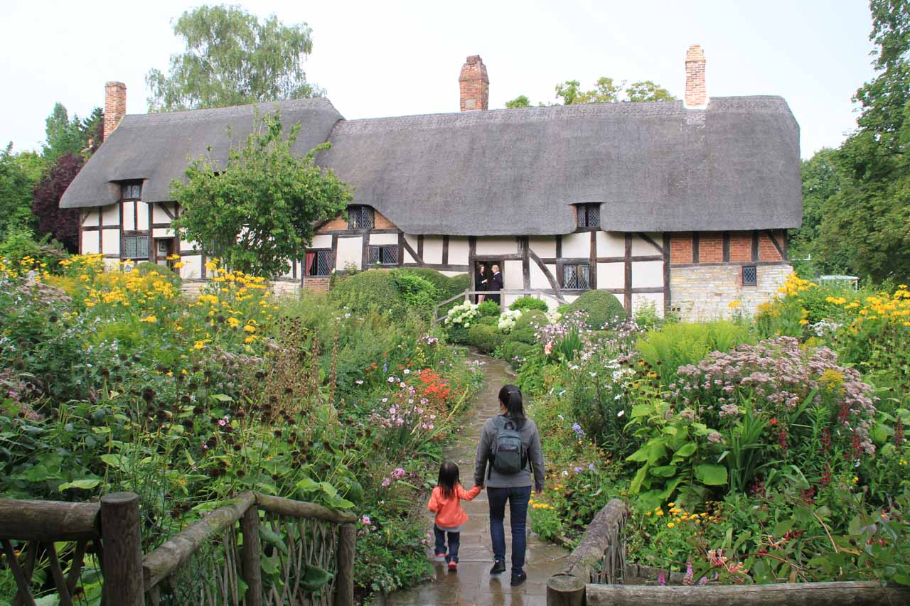 After waiting for the rain to die down, we got this view of the Anne Hathaway Cottage