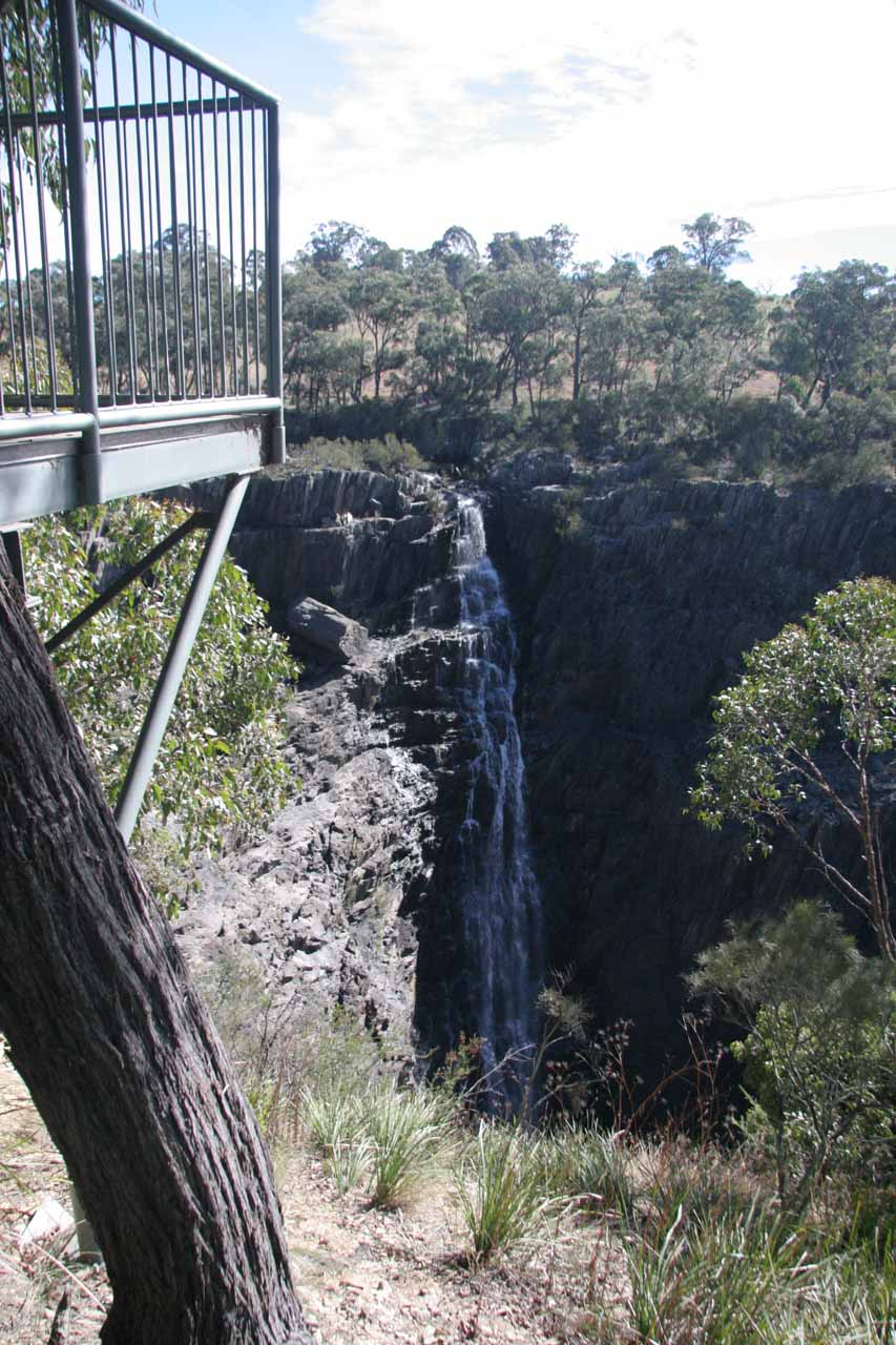 More contextual frontal view of Apsley Falls from the lower lookout