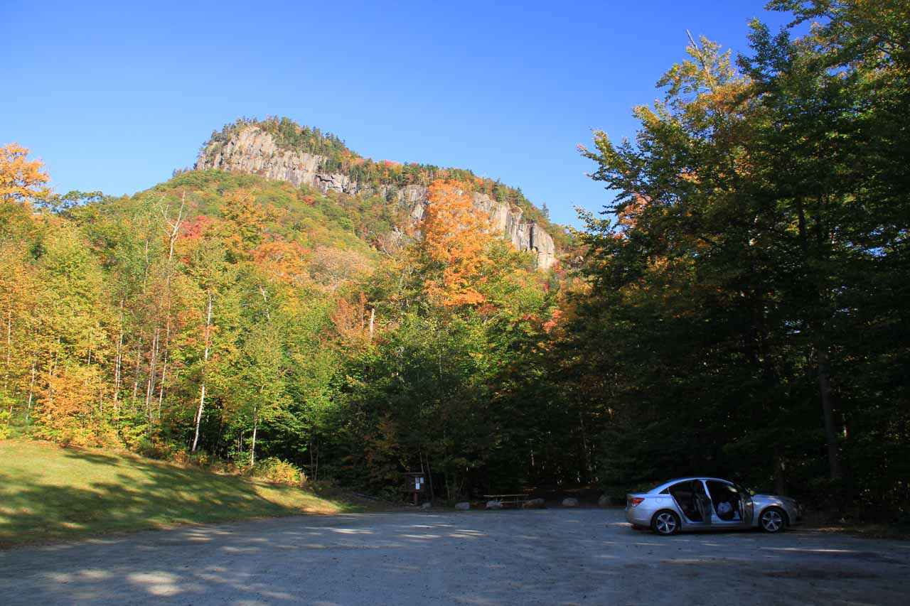 The spillover car park for Arethusa Falls with Frankenstein Cliffs in the distance
