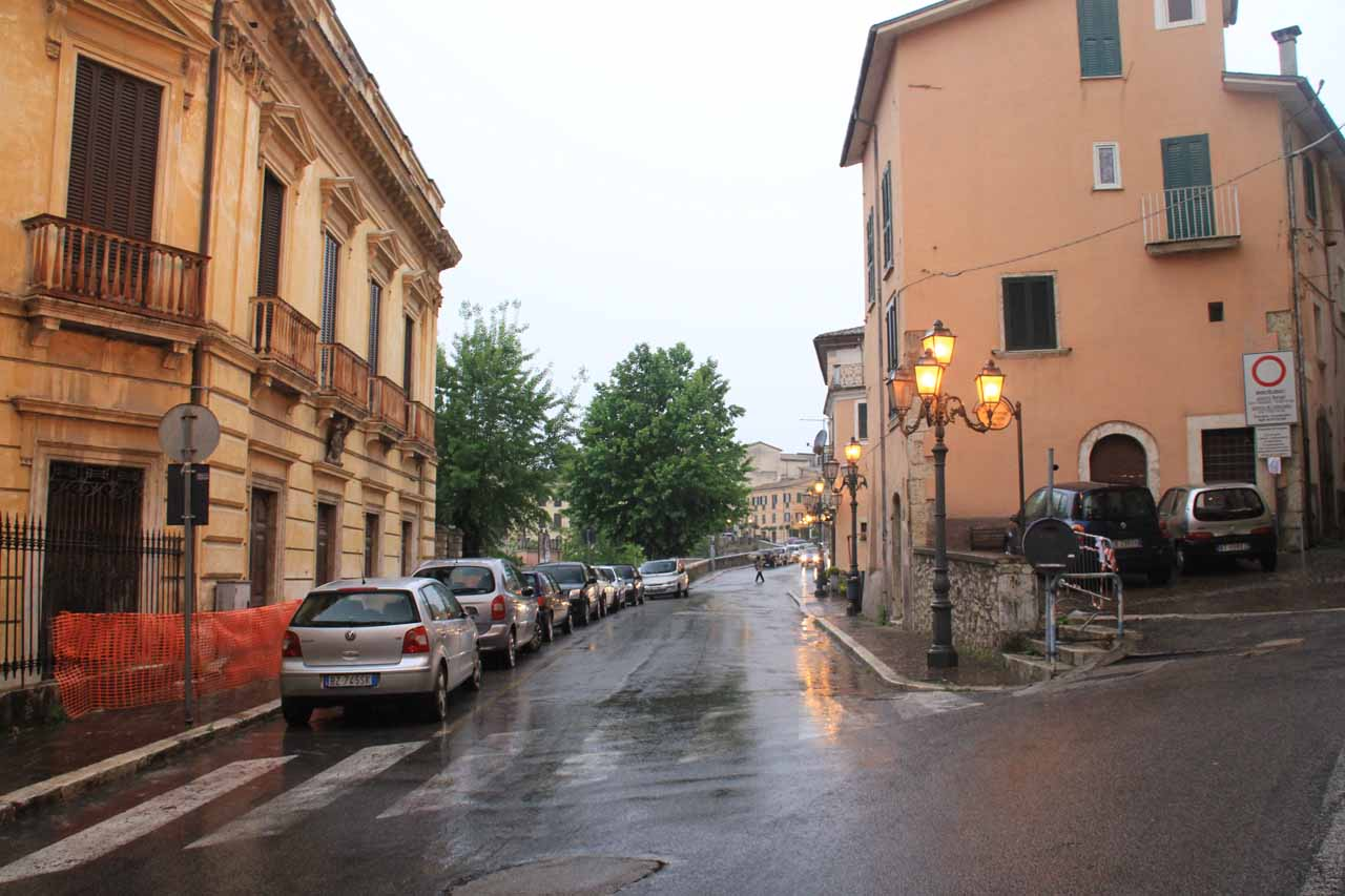 Walking in the wet streets of Arpino looking for a place to eat