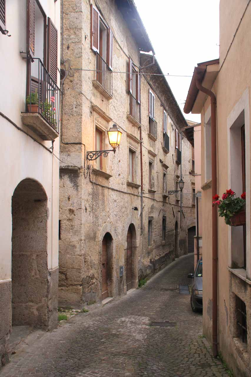 Another look at the narrow alleyway in Arpino