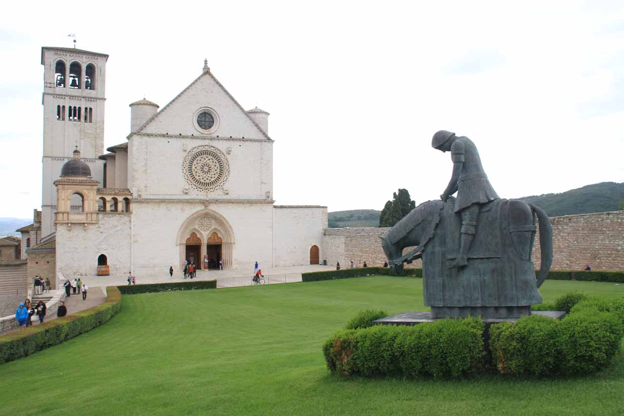 San Francesco d'Assisi in humbled position fronting the basilica