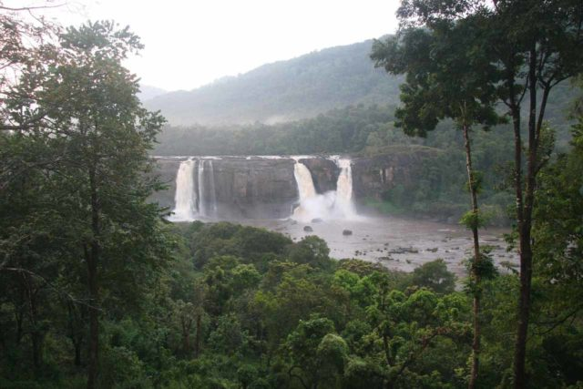 Athirappilly_Falls_030_11162009