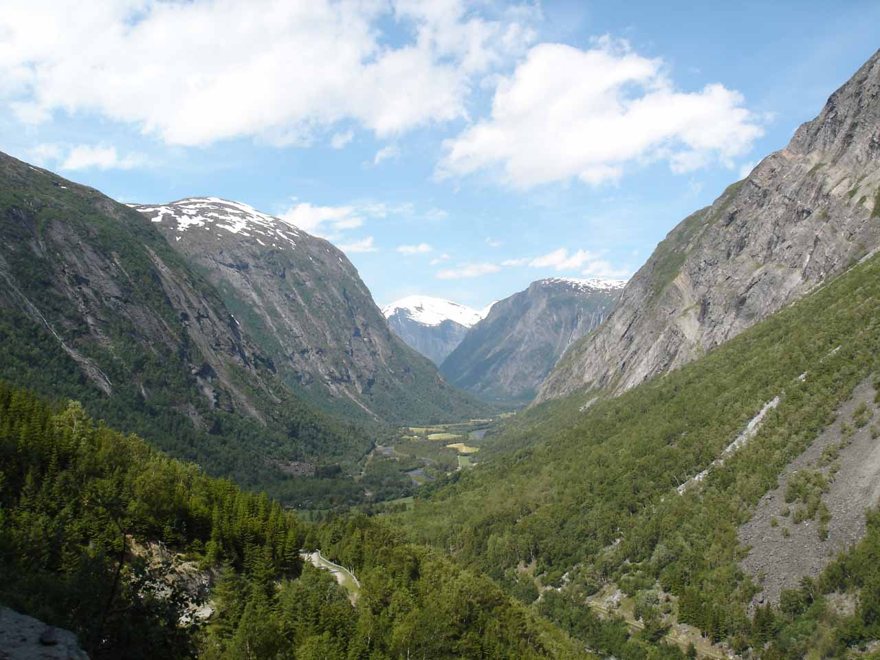 Looking back into the classically U-shaped Eikesdalen from the Aursjøvegen Road
