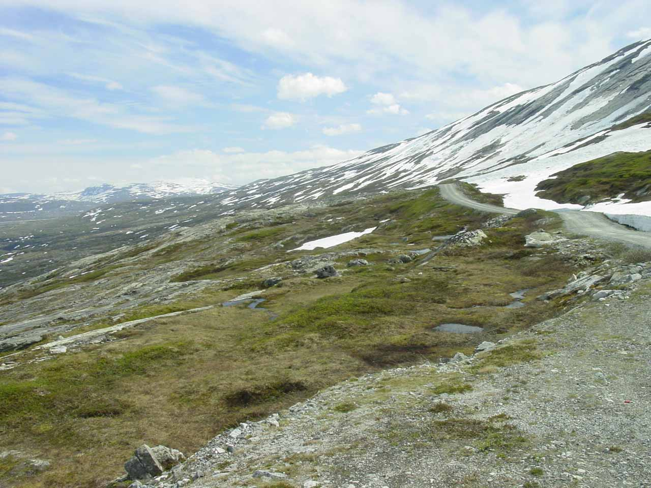 When Julie and I got this far into Aursjøvegen, we decided to turn back since we figured we wouldn't be seeing any more waterfalls belonging to Eikesdalen