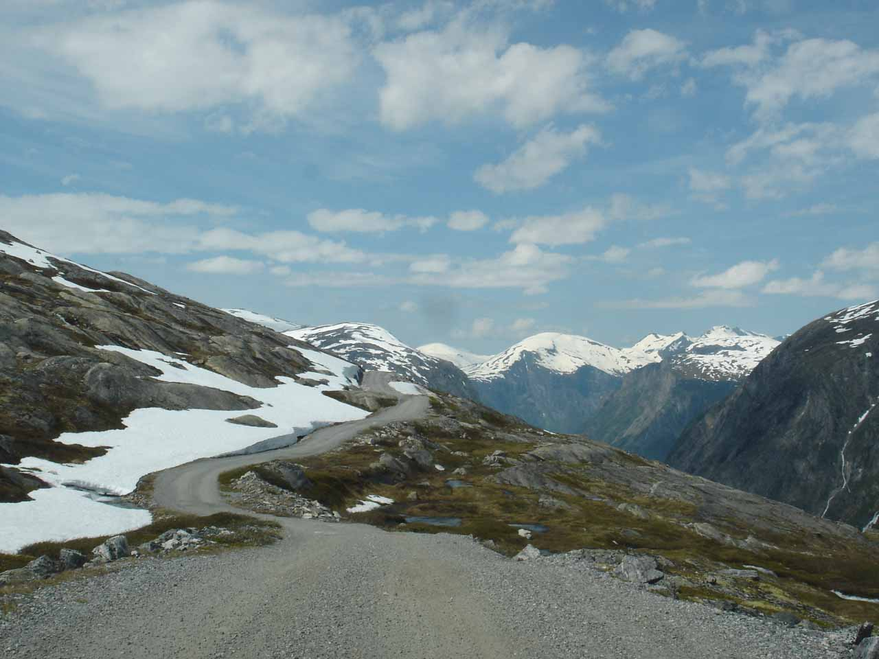 Following the narrow road back into Eikesdalen