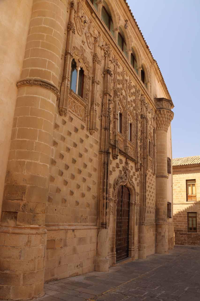 Contextual look back at the door belonging to Palacio Jabalquinto