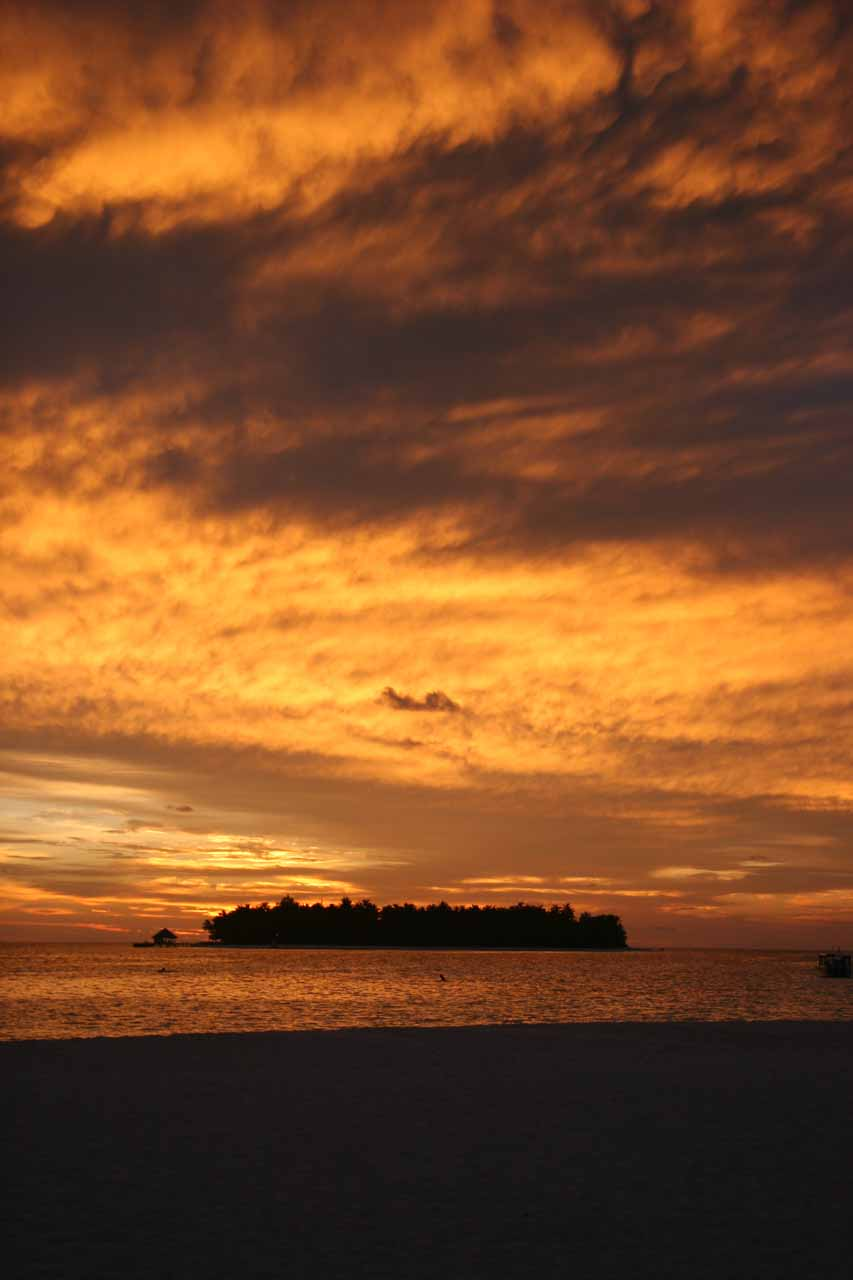 Another look back at the sun setting behind the Angsana Resort from the Banyan Resort