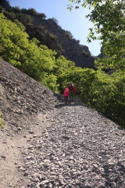 Battle_Creek_Falls_047_05282017 - Julie and Tahia making the ascent on loose scree towards the Battle Creek Falls