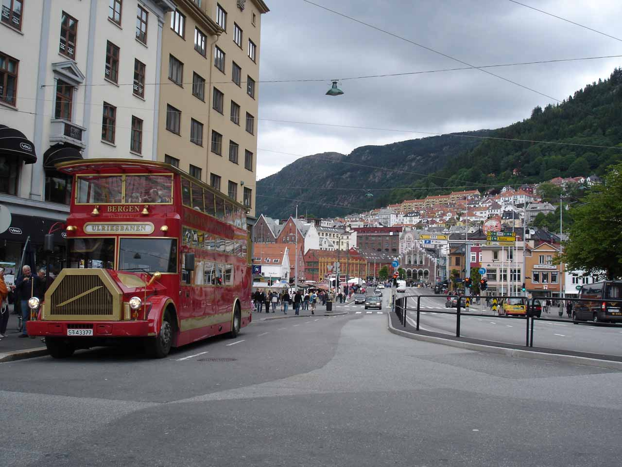 Bergen was the city we visited before we turned back to Nature and headed east for about 78km to Steinsdalsfossen