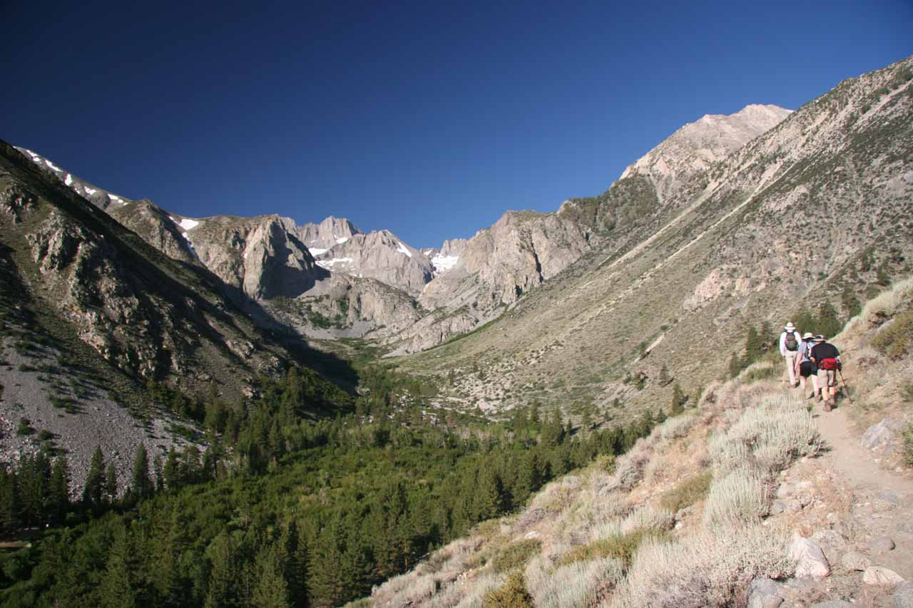 Starting the hike towards the lakes of Big Pine Creek