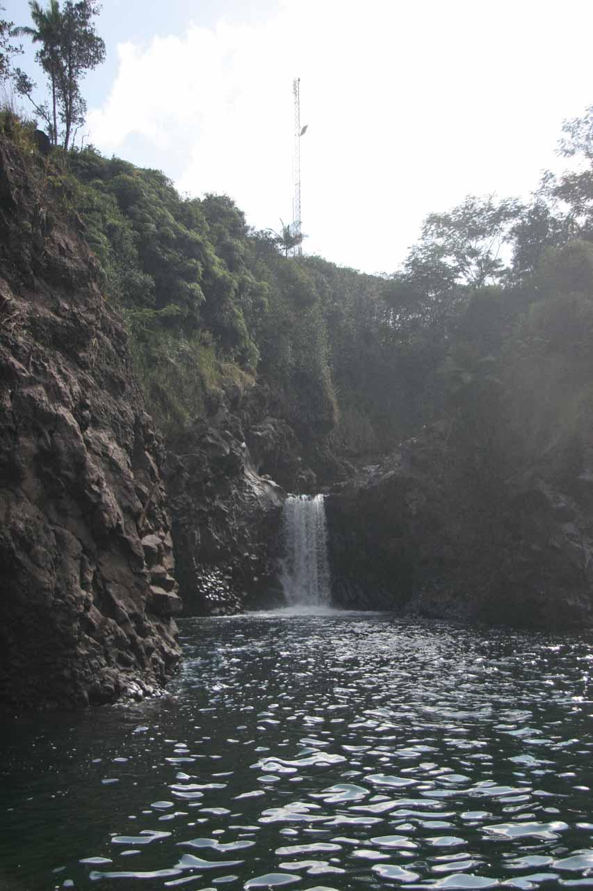 The hidden waterfall by  Pe'epe'e Falls
