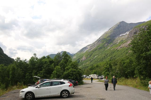 Boyabreen_009_07202019 - Looking back at the public car park near the turnoff for the Bøyabreen Glacier