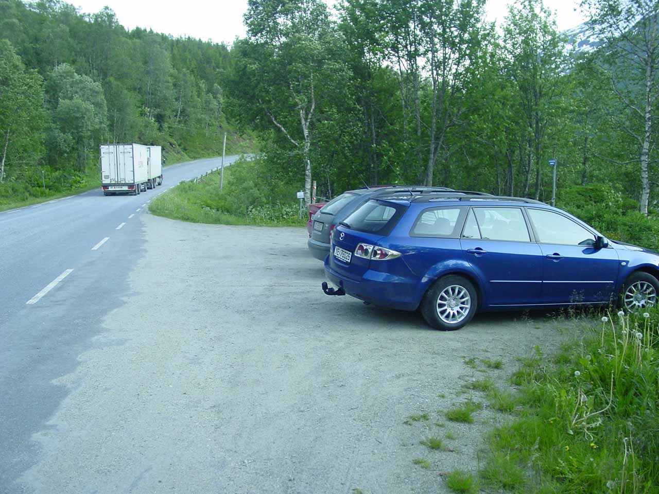 The car park along the E6 that I ultimately started the Bredekfossen hike from