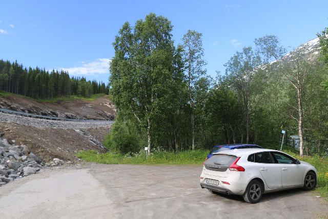 Bredekfossen_002_07082019 - This was the trailhead on the western side of the Bredekrunden, which was now at the end of a local road instead of along the busy E6 motorvei