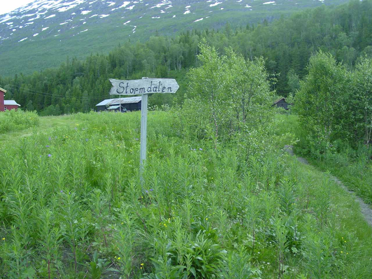 One of the signs pointing the way to Stormdalen and away from the private farmlands