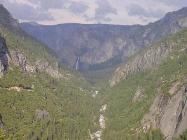 Bridalveil_Fall_006_05312002