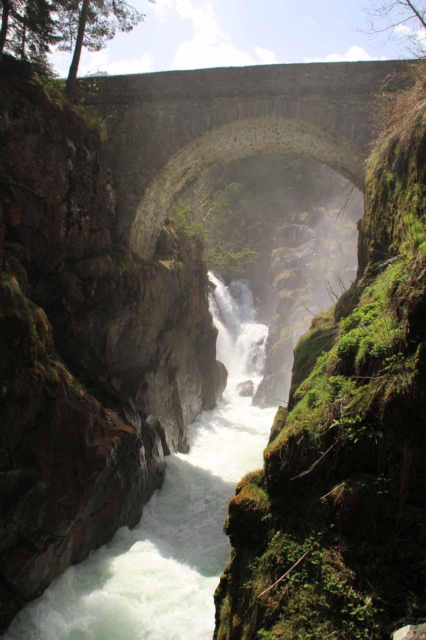 The famous bridge itself