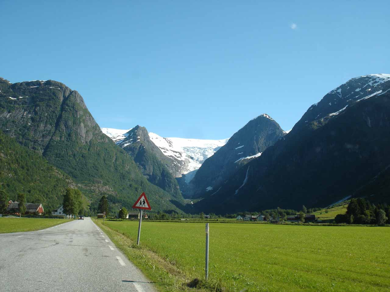 Driving along a fairly open part of Oldedalen with what appeared to be Melkevollbreen and Volefossen up ahead