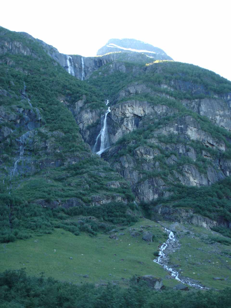 This thin multi-tiered waterfall might be the one between Volefossen and Melkevollfossen or it could be the one just north of Melkevollfossen on the Myklebustsetra