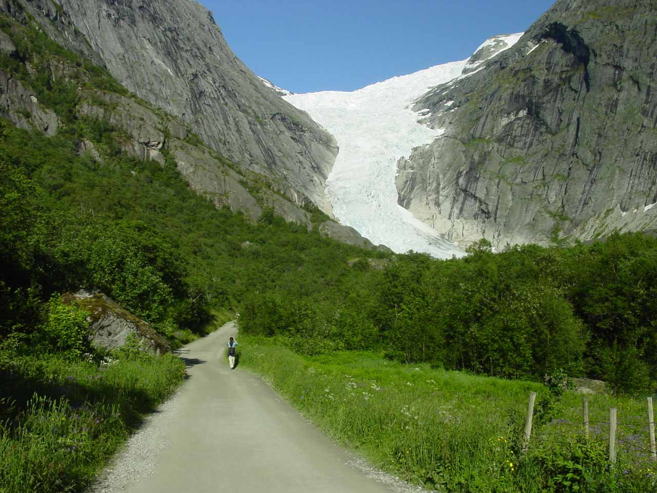 Approaching the attractive Briksdal Glacier with a hastened pace and second wind