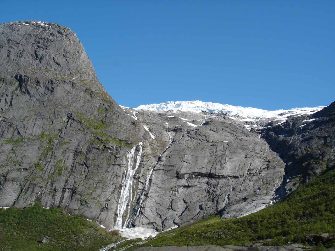 Some waterfall we saw on the way to the glacier