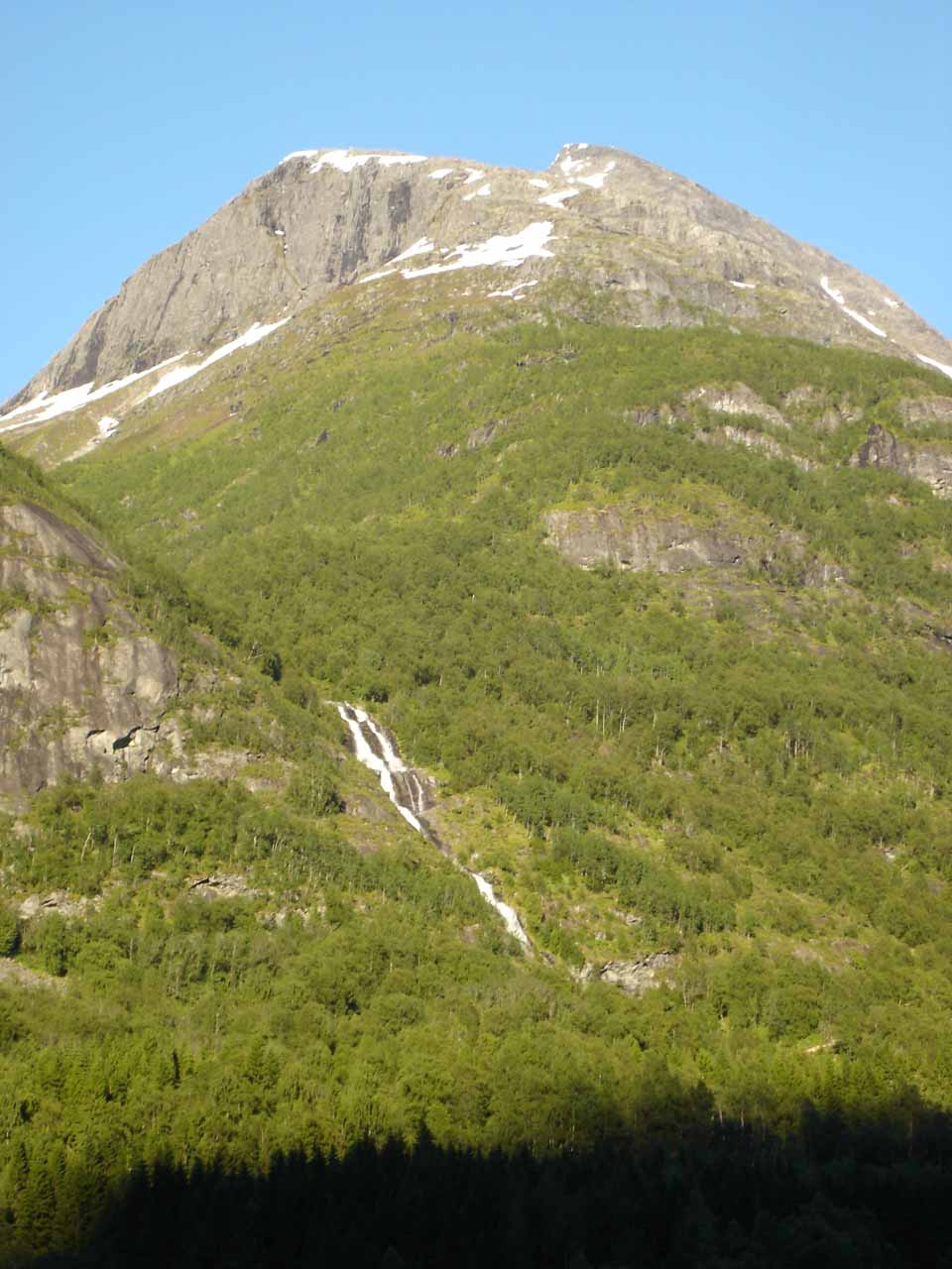 Finally, this waterfall that we saw closer to the mouth of Oldedalen might be the one on Storelva (Big River) and could very well be officially named Hundefossen (Dog Falls)