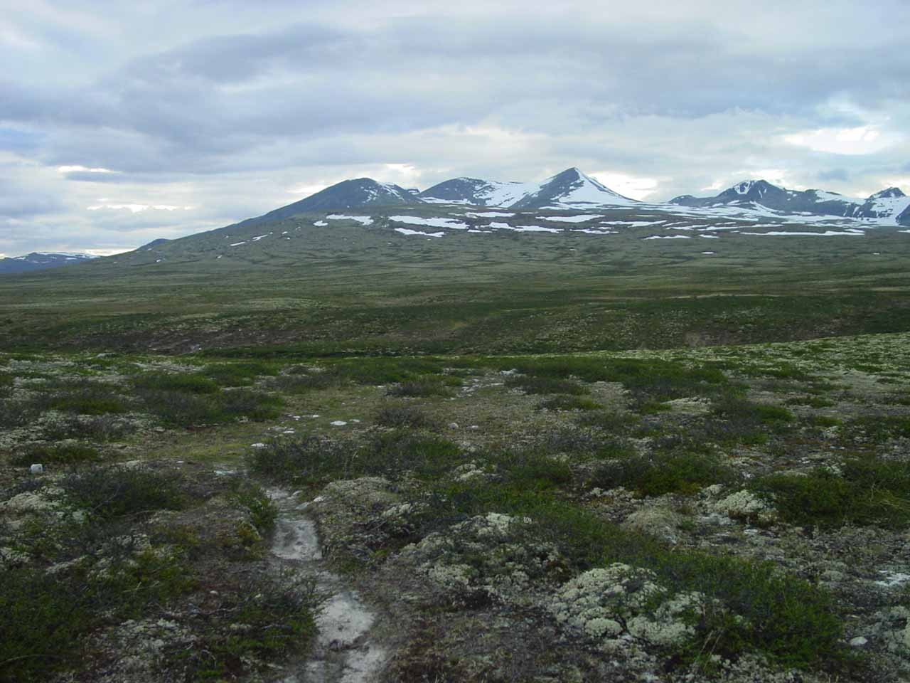 This was the wide open tundra of Rondane National Park that I was faced with while trying to figure out where I was supposed to walk to get to Storulfossen
