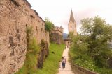 Burg_Hochosterwitz_119_07112018 - Context of the walkway alongside the castle walls towards the tower and garden that we had just come from