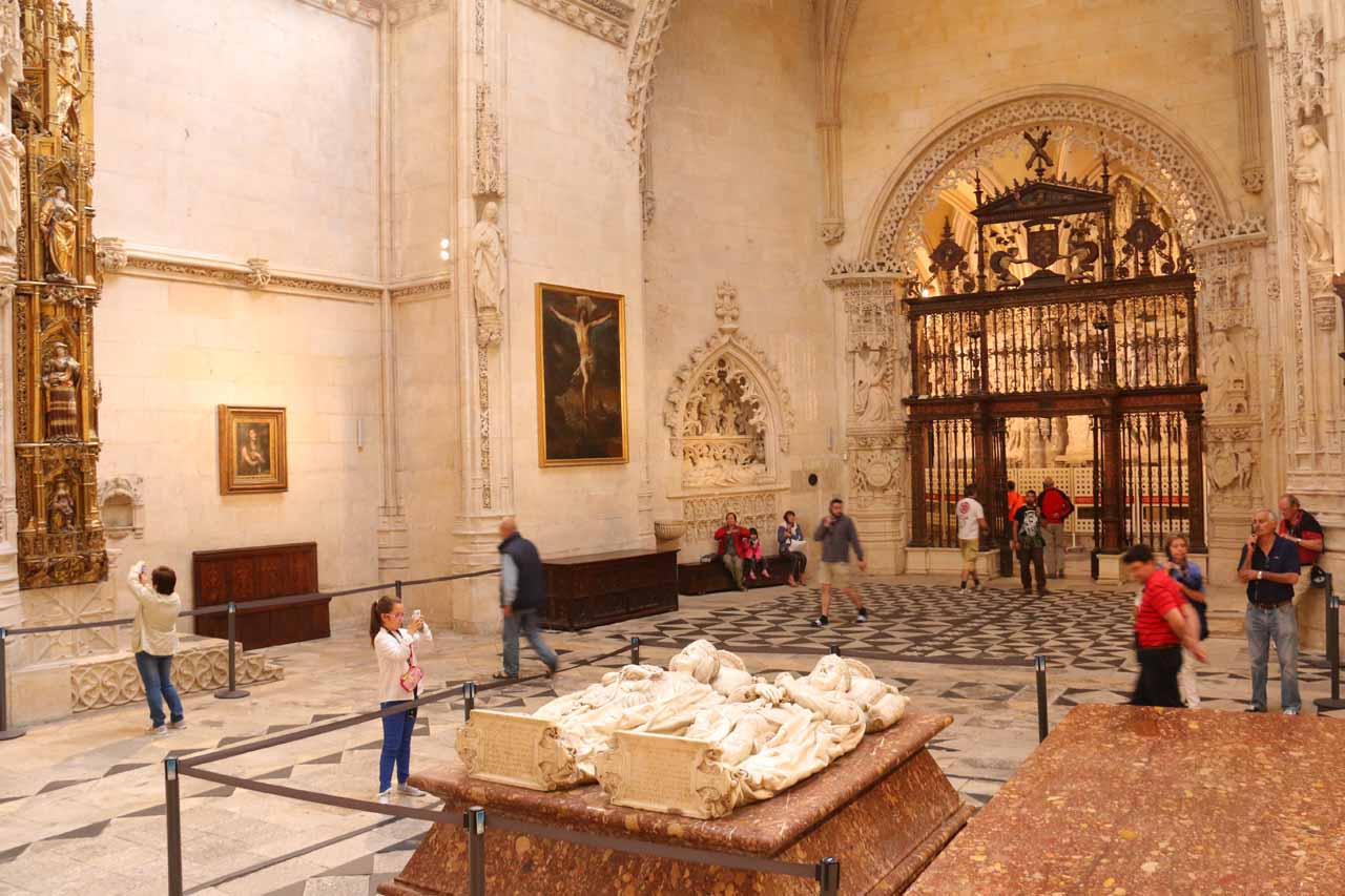 Looking over a pair of laying down statues in a side room of the Burgos Cathedral