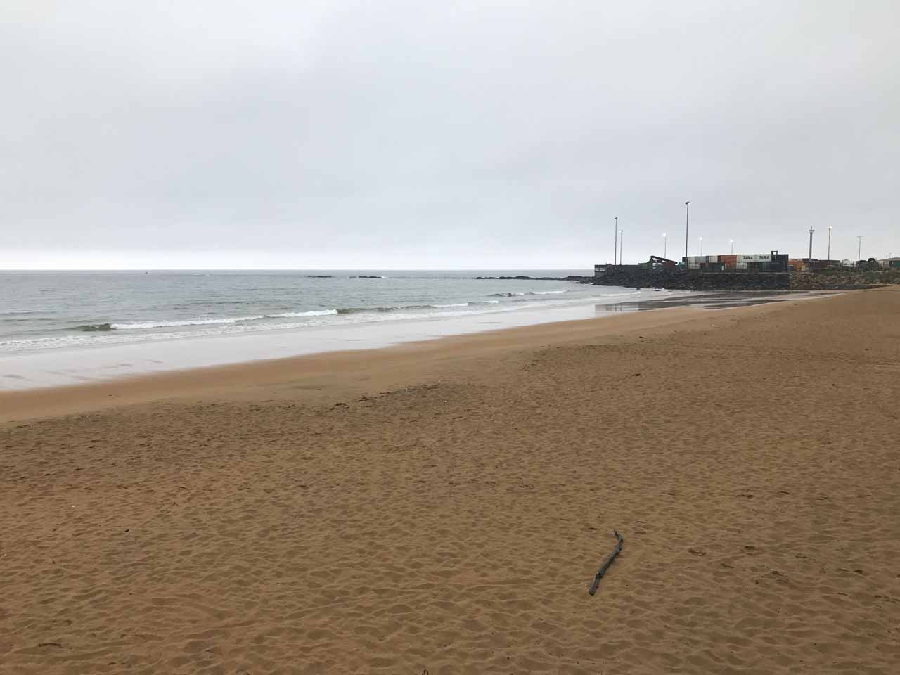Although the weather wasn't good during our visit to Burnie in 2017, we still got to experience its beach at the Esplanade near the heart of the city's activities