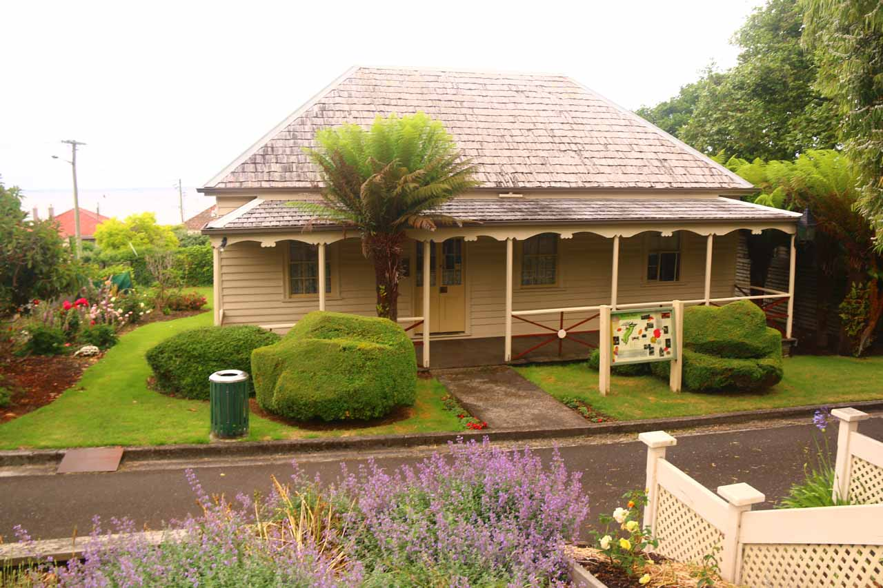 Right by the Burnie Park car park was the Burnie Inn, which was said to be the oldest building in the city of Burnie. From its upkept appearance, it appeared to still be in use