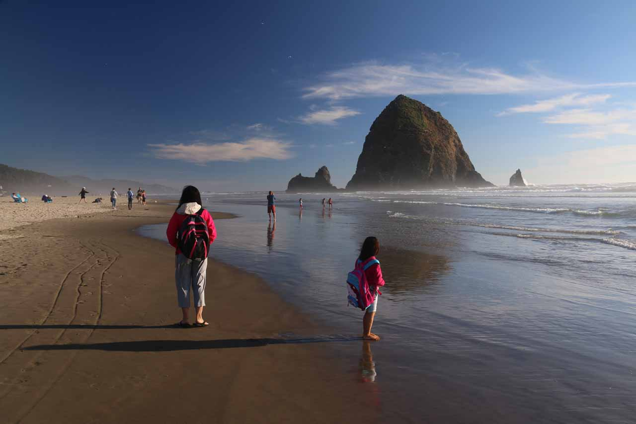 About 90 minutes drive to the west northwest of Portland was the scenic Oregon Coast. Shown here was Julie and Tahia checking out the sea stacks at Cannon Beach