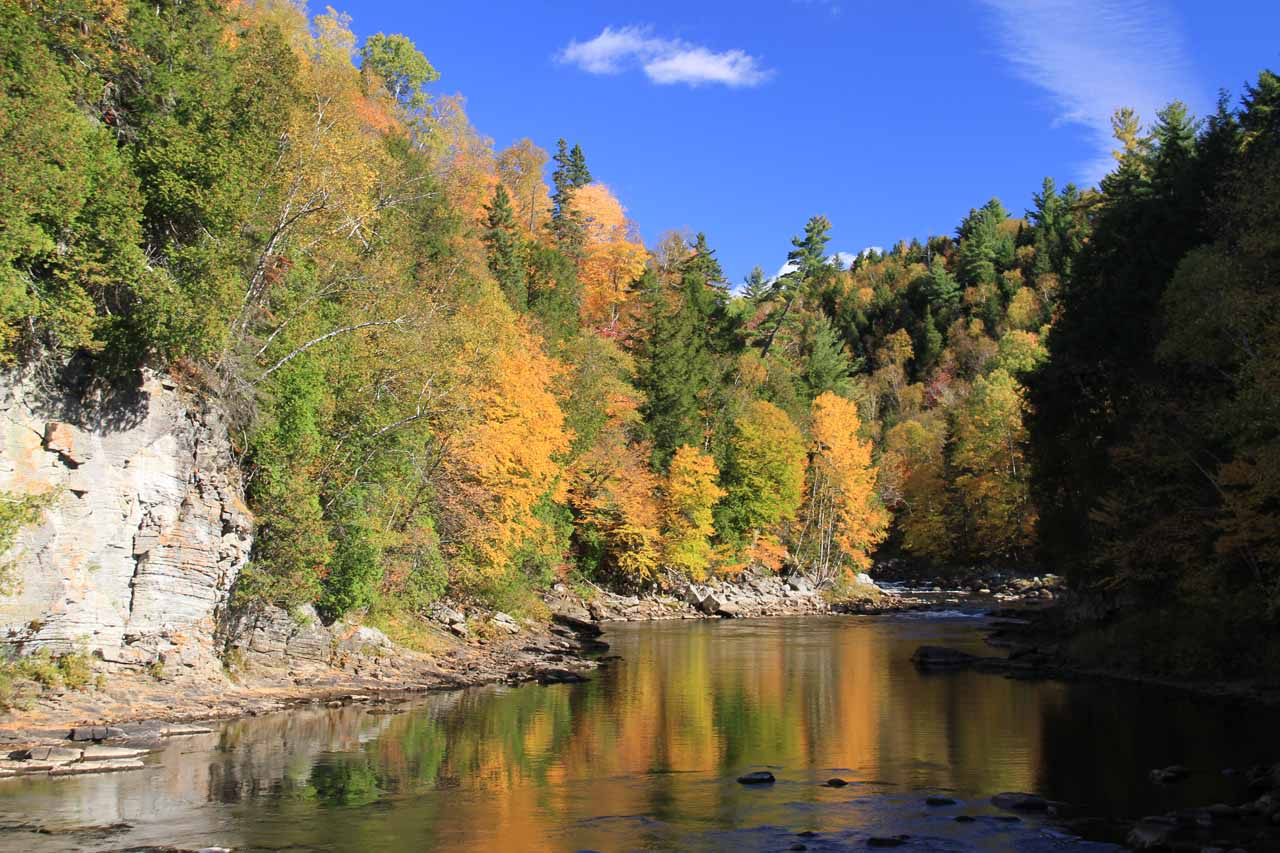 The beautiful Autumn colors surrounding Canyon Sainte-Anne were simply too beautiful to ignore